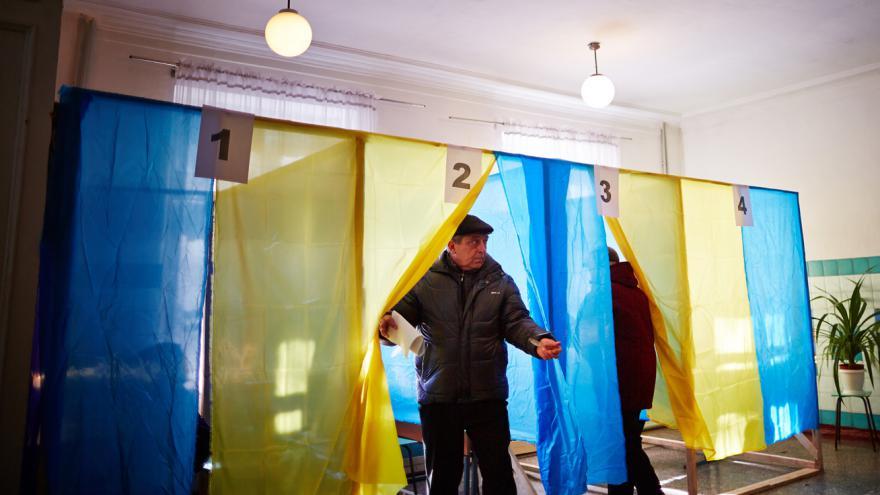 Video Volby na Ukrajině narušily údajné chyby ve voličských seznamech