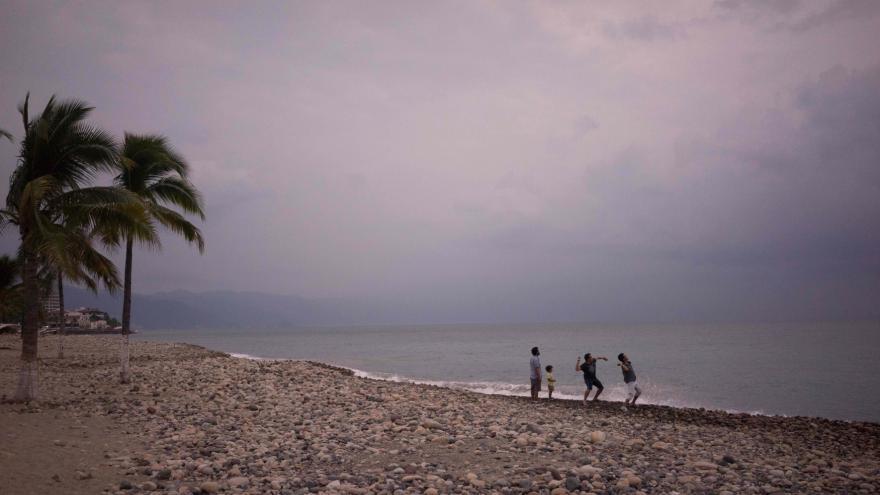 Video Zpravodaj ČT: Hurikán Patricia má dokázat zvednout auta ze země