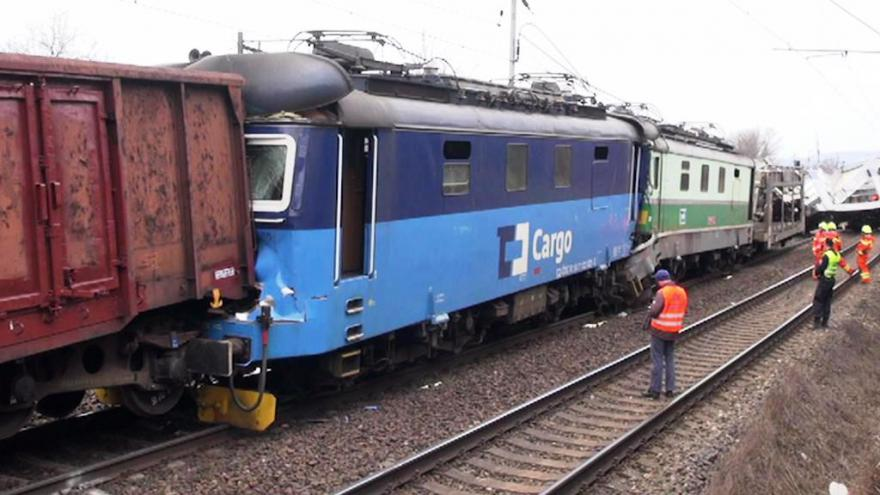 Video Bez komentáře: Srážka nákladních vlaků na Ústecku