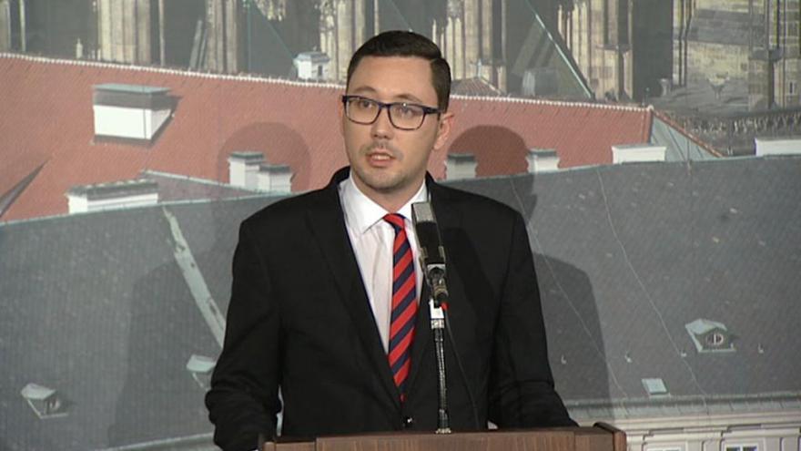 Video Ovčáček: Zeman odvolal Mládka, MPO povede premiér Sobotka