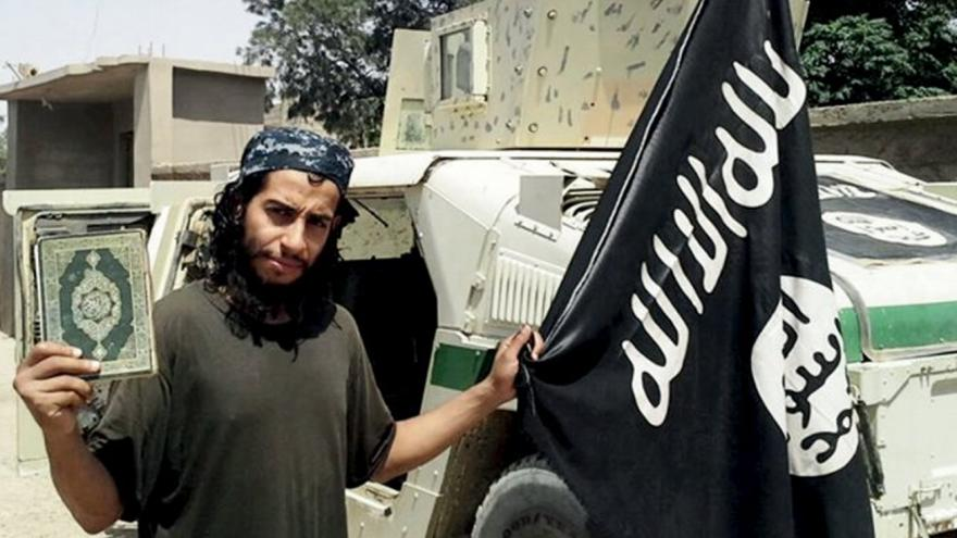 Video Události: Strůjce pařížských atentátů Abaaoud je po smrti
