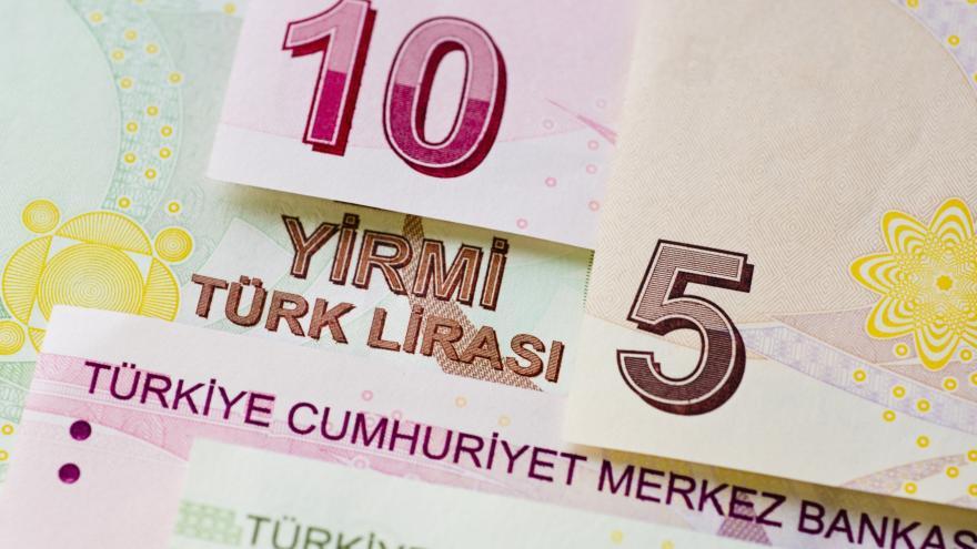 Video Turecko se snaží zbrzdit pád liry