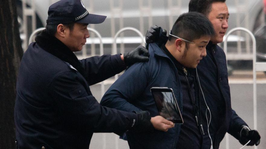 Video Zpravodajka ČT Šámalová: Čínská policie srazila několik lidí k zemi