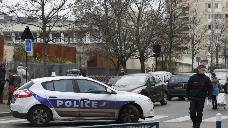 Video Zpravodaj ČT Zavadil: Útočník přišel do školky v masce