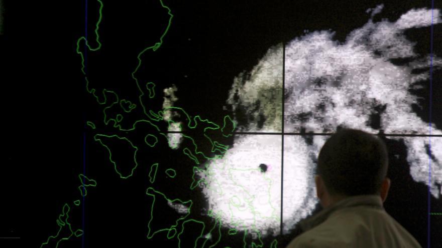 Video Zpravodajka ČT: Nejméně šest filipínských provincií je bez elektřiny