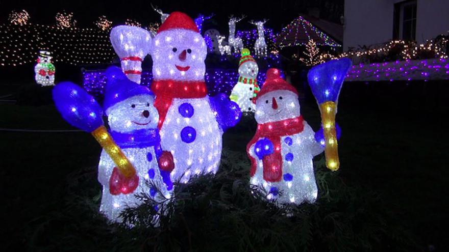 Video Svítící sněhuláci lákají diváky do Benešova nad Ploučnicí