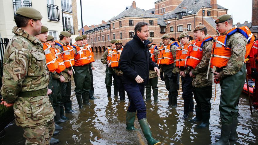 Video Zpravodaj Kytka: Rozhněvaní lidé Camerona vypískali