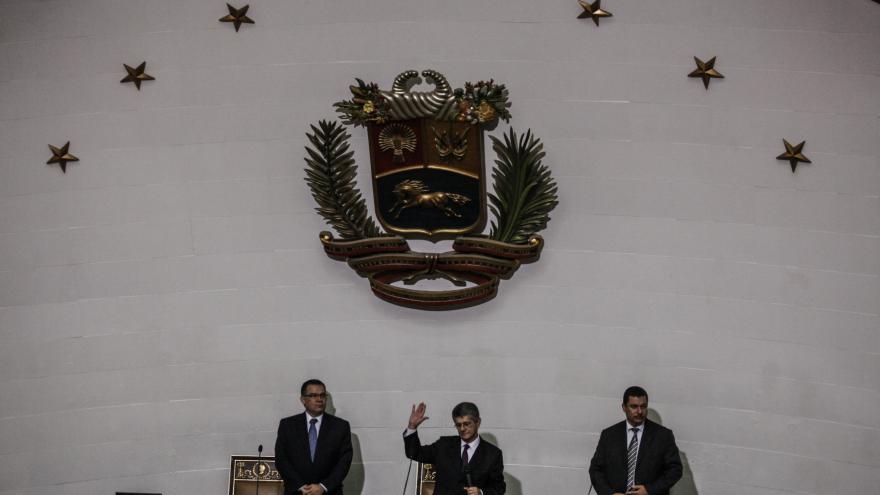 Video Nový venezuelský parlament volá po pádu prezidenta