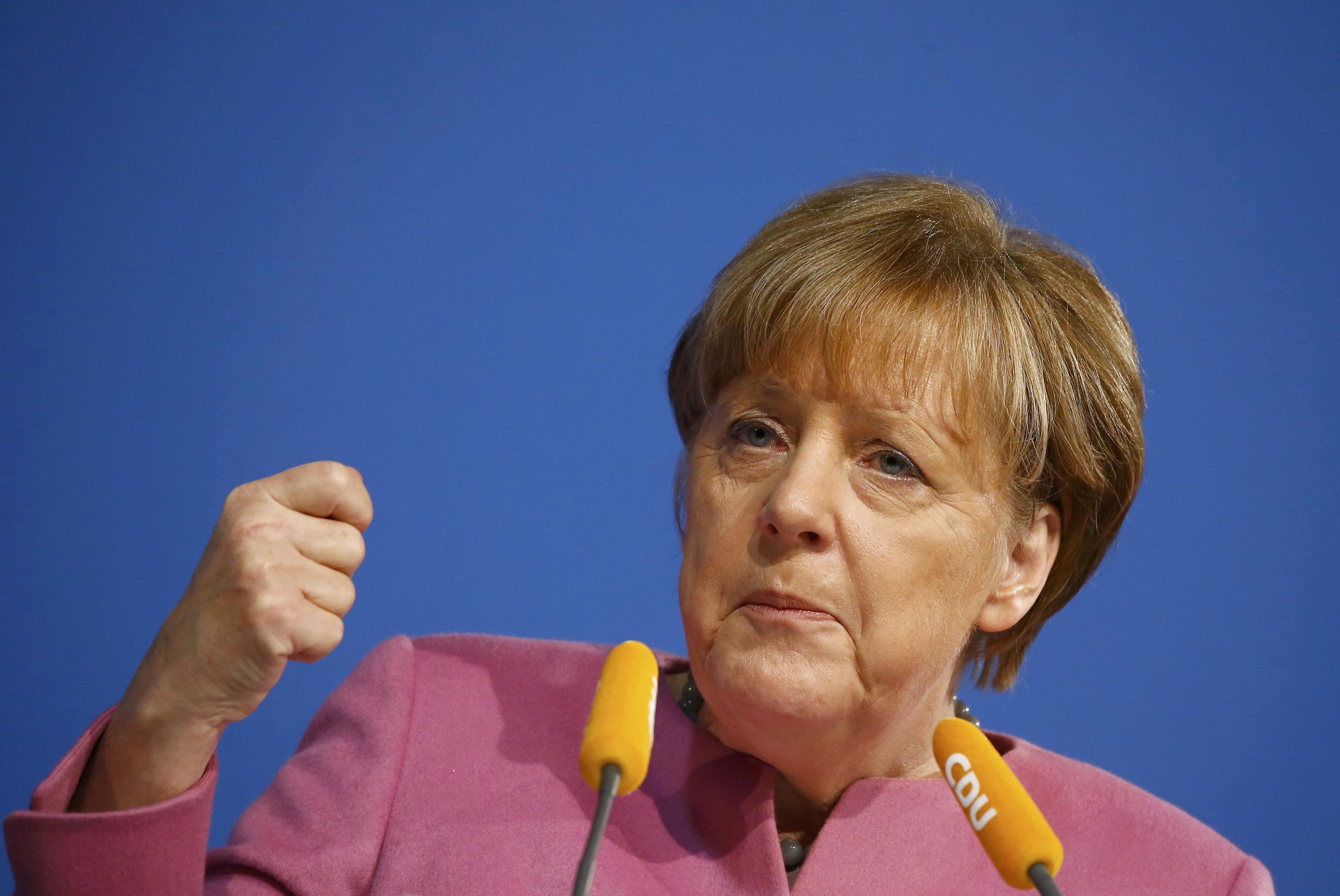 Video Zpravodaj ČT Černohorský k rostoucím tlakům na Merkelovou kvůli migrantům
