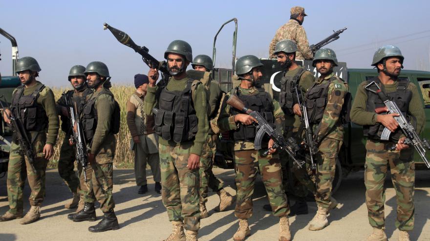 Video Novinářka Engelová: Radikálové o sobě chtějí dát vědět po ofenzivě pákistánské armády