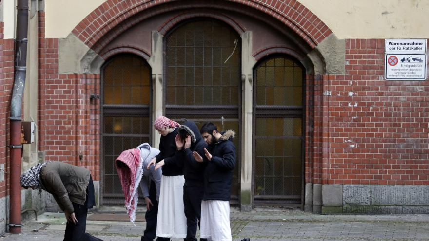 Video Zpravodaj ČT k rostoucímu počtu salafistů v Německu