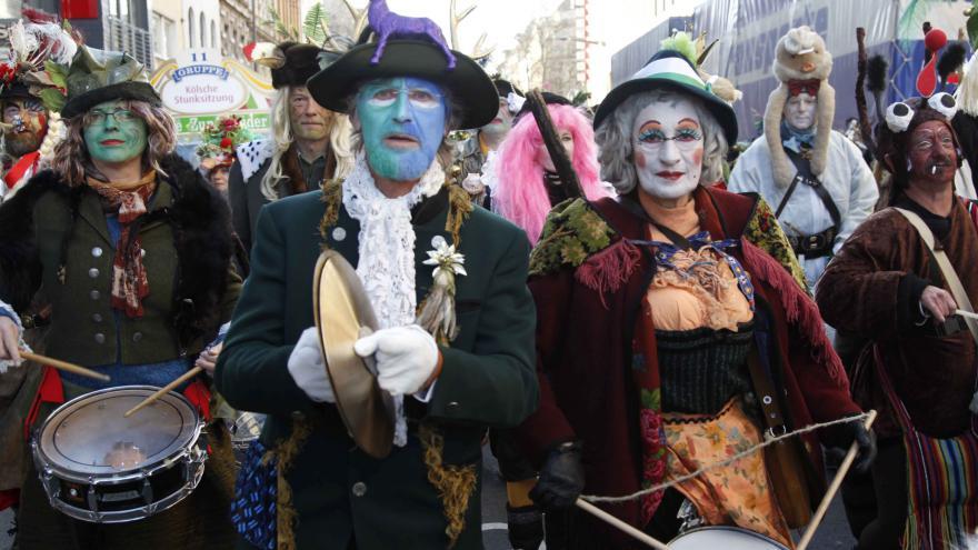 Video Události: V Kolíně nad Rýnem začal za zvýšených bezpečnostních opatření tradiční karneval