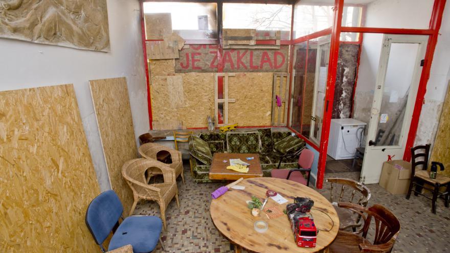 Video Speciál ČT24 k sobotnímu útoku na Kliniku