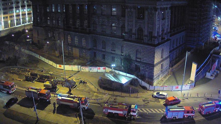 Video Bez komentáře: Hasiči zasahují u požáru Národního muzea