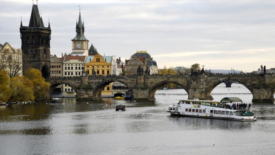 Video U pravého břehu Vltavy se pátrá i po zbytcích původního dřevěného mostu