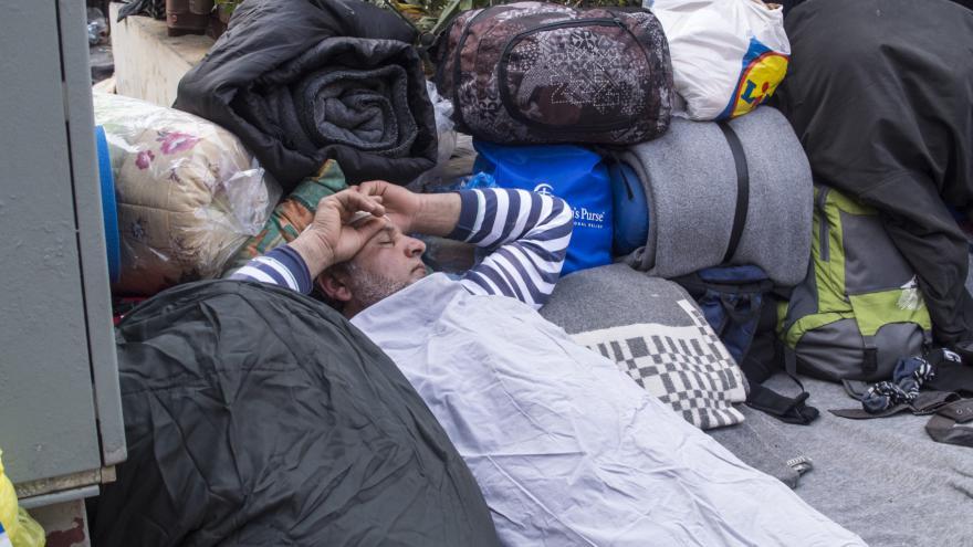 Video Zablokovaných běženců v Řecku přibývá