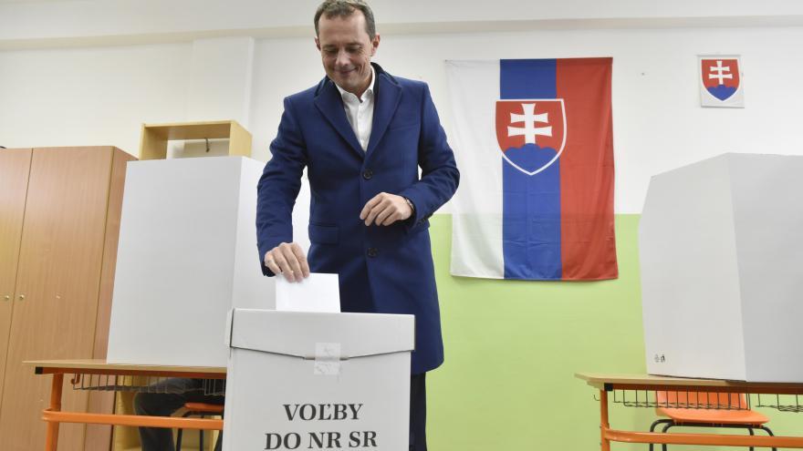 Video Slováci volí parlament, na průběh dohlížejí tisíce policistů