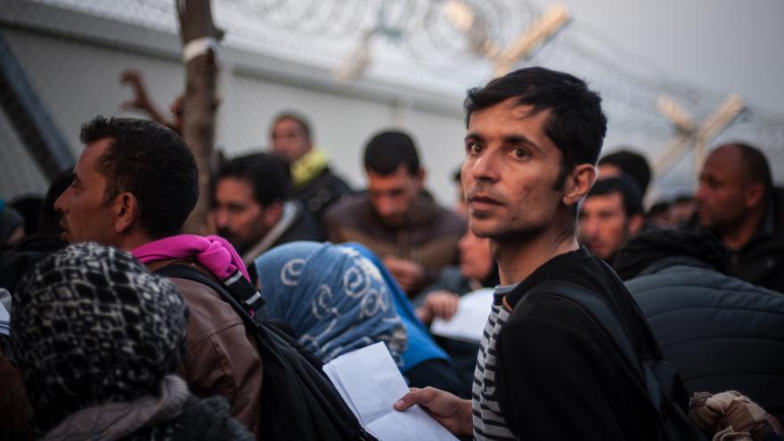 Video Zpravodajka ČT z řecko-makedonské hranice: Do tábora stále proudí velké skupiny lidí