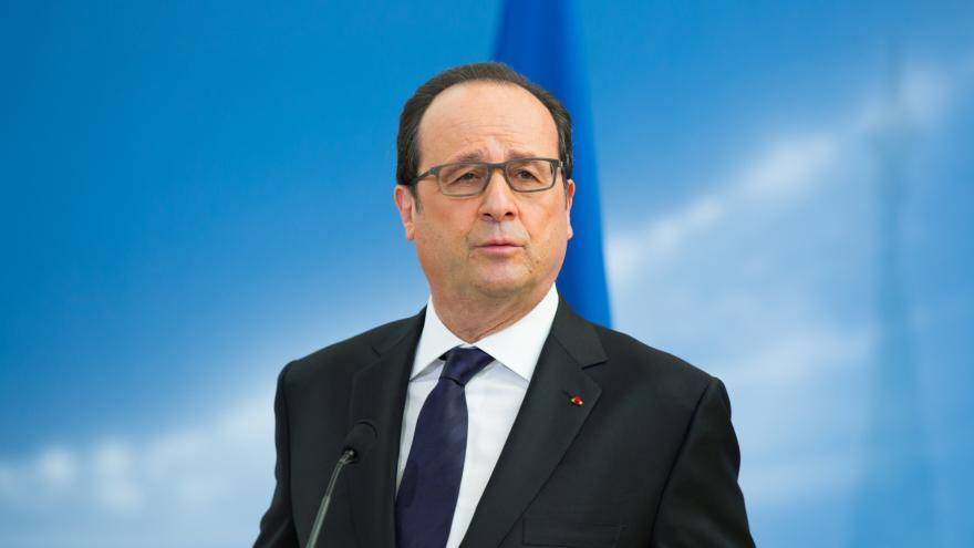 Video Hollande: Je to bolestná volba a já jí hluboce lituji