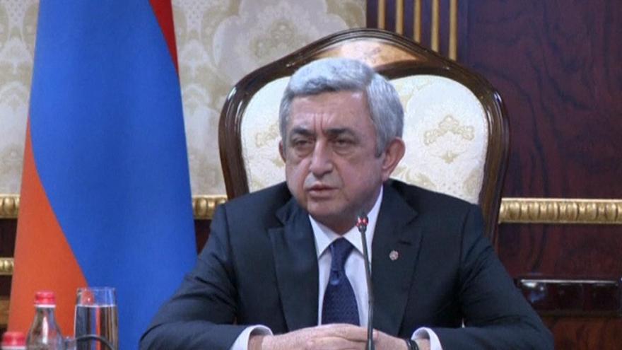 Video Horizont ČT24: Arménský premiér odstoupil, vůdce opozice je na svobodě