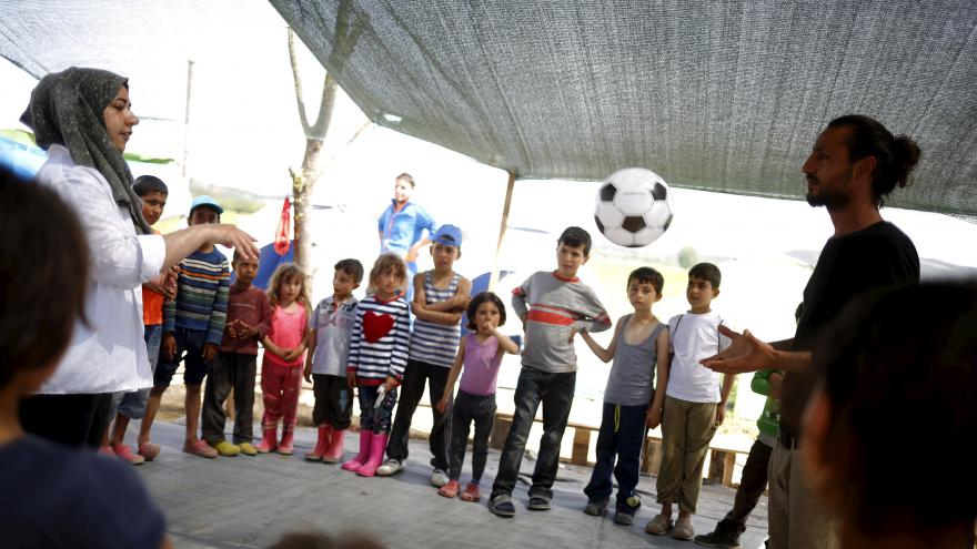 Video Děti v táboře u Idomeni mají provizorní školu