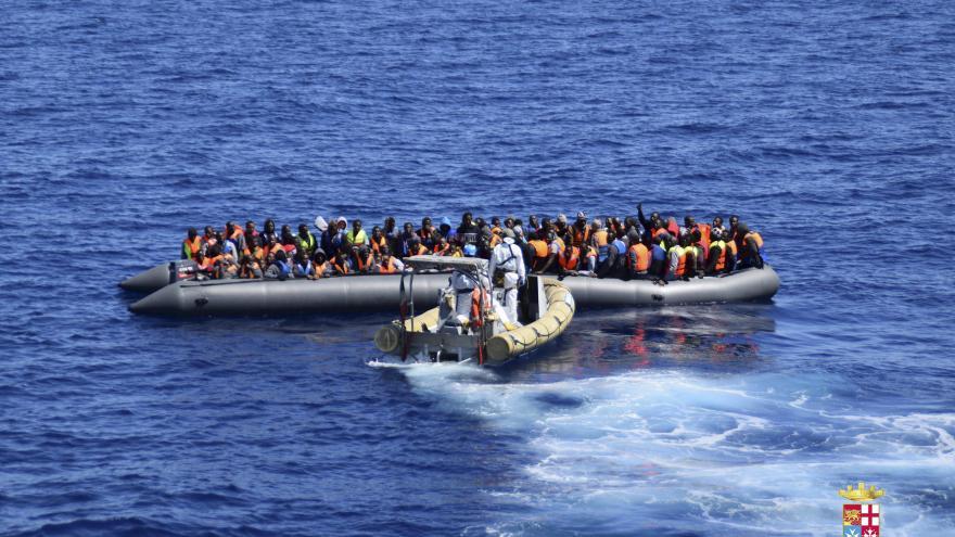Video Události: Řekové odtahují čluny s uprchlíky