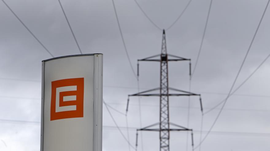 Video Energetici řeší potíže s elektrickými rozvody