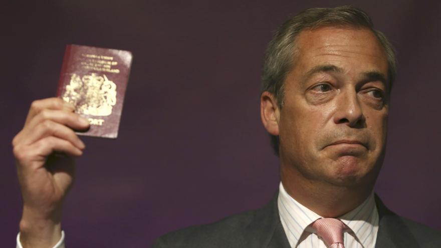 Video Farage odchází z postu lídra UKIPu, křeslo europoslance si ponechá