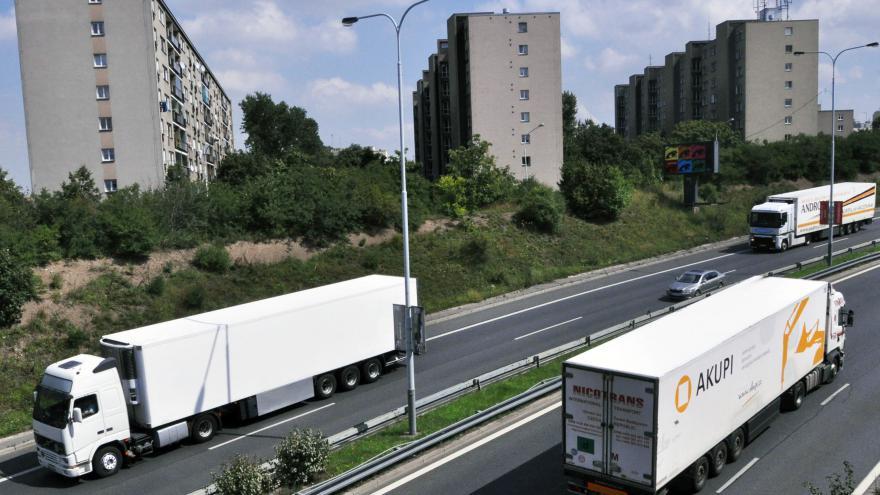 Video Pražští radní schválili nejtvrdší variantu zákazu vjezdu kamionů