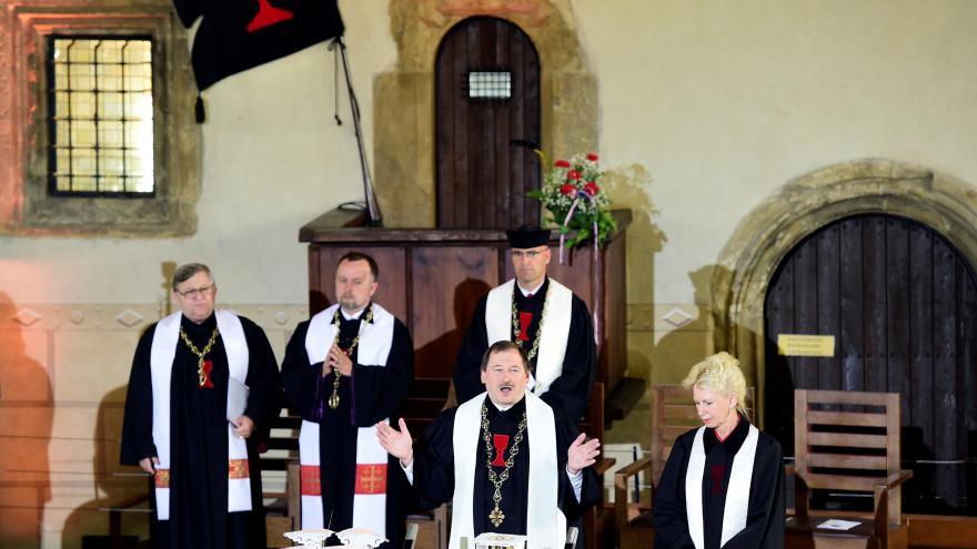 Video Bohoslužba k uctění mučednické smrti mistra Jana Husa 2016