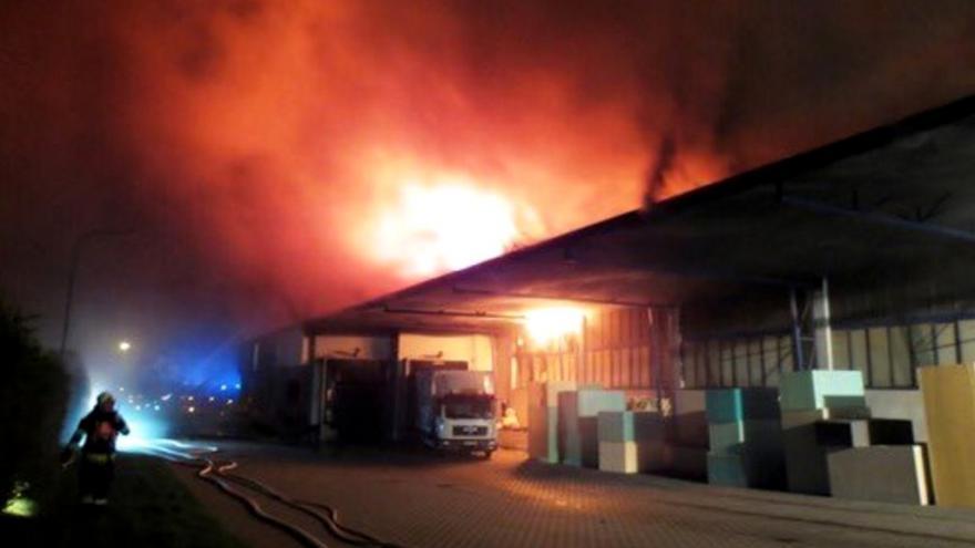 Video Bez komentáře: Požár průmyslových hal v Brně-Černovicích