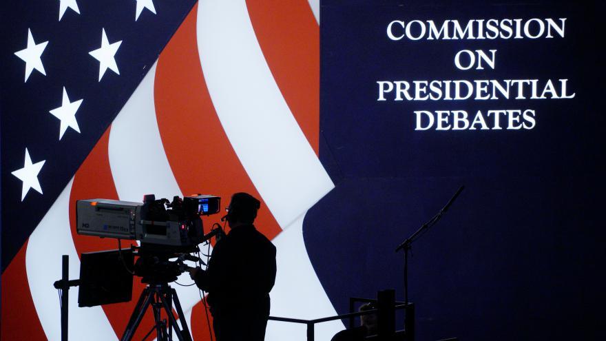 Video ŽIVĚ: První televizní debata Trumpa s Clintonovou