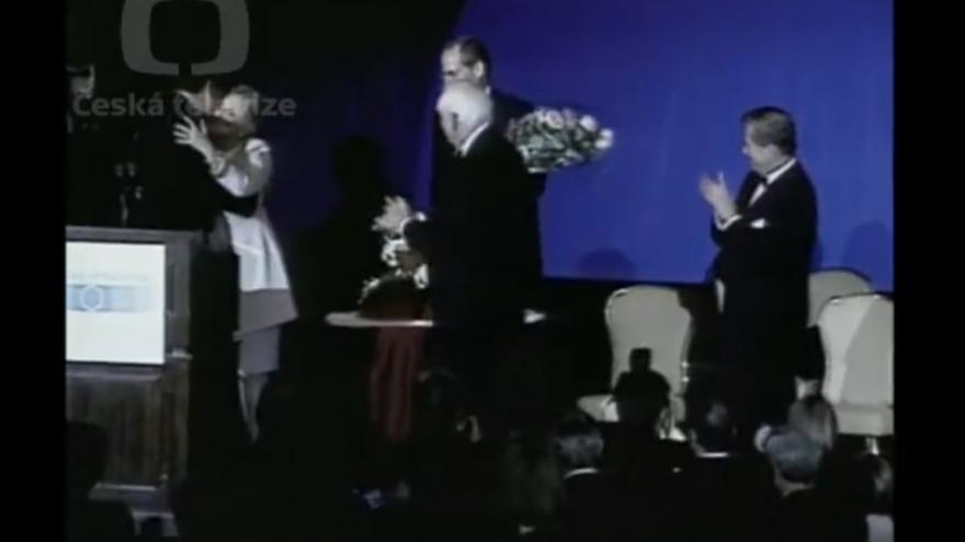 Video Václav Havel přebírá Cenu evropského státníka