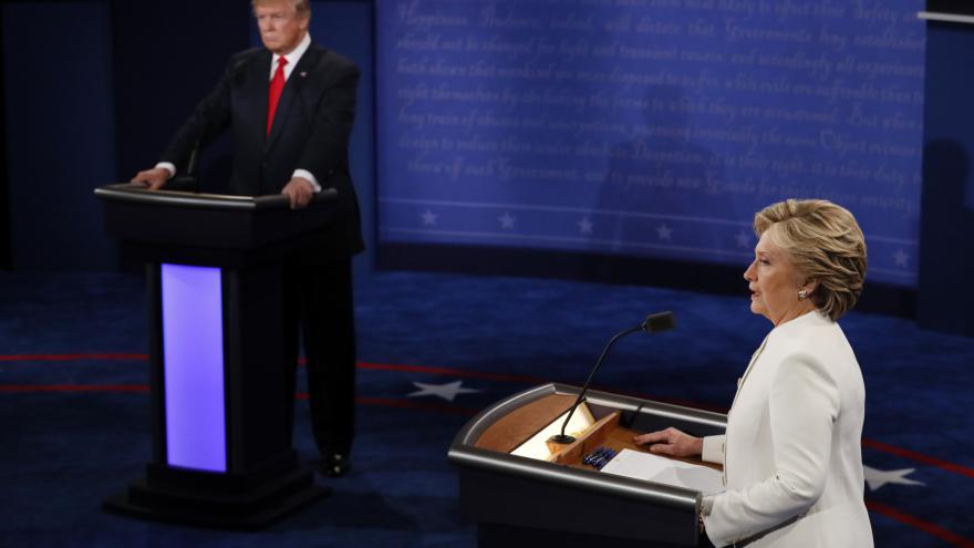 Video Mimořádné pořady ČT24 - 3. společná debata Clintonová – Trump