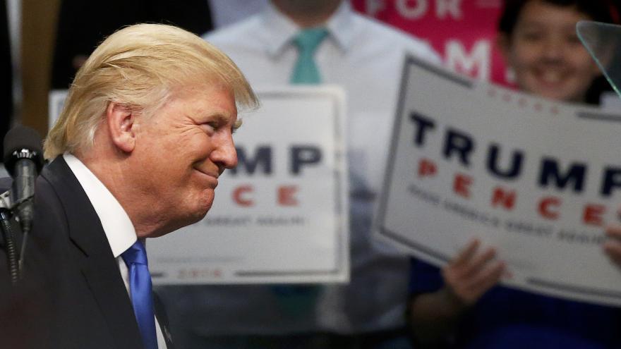 Video Zaorálek: Hrad by v dopise Trumpovi chybovat neměl