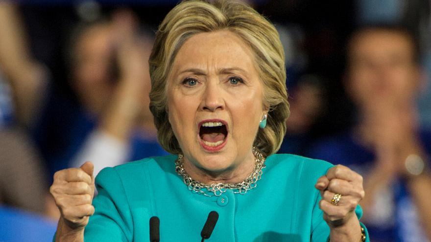 Video Analytik: Vyhraje Clintonová