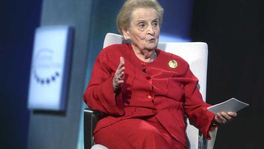 Video ŽIVĚ: Albrightová a Žantovský debatují o amerických volbách
