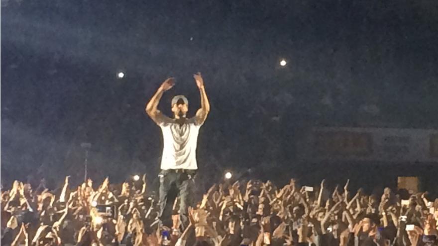 Video Iglesiase dojali pražští fanoušci (omluvte zhoršenou kvalitu videa)