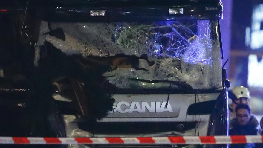 Video Bez komentáře: Kamion vjel do lidí na vánočním trhu v Berlíně