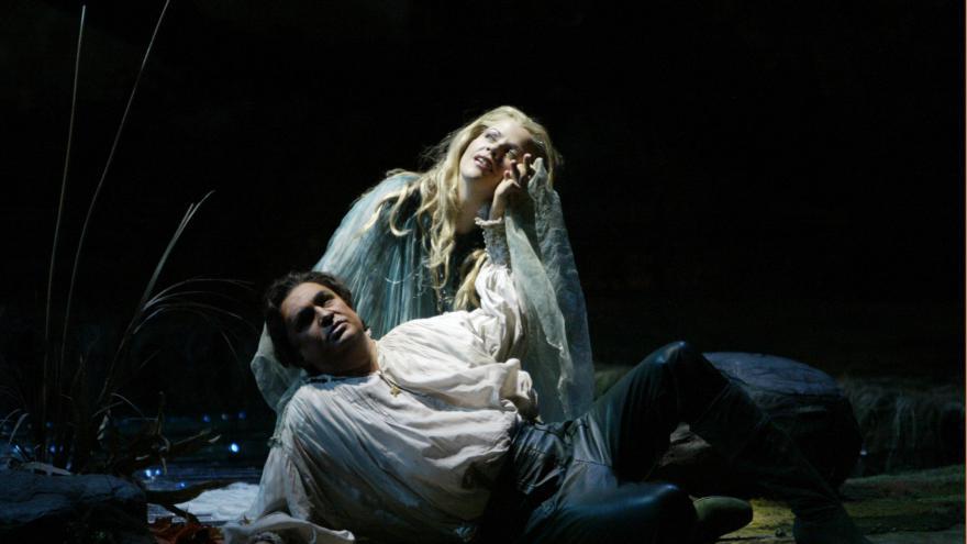 Video Árie Měsíčku na nebi hlubokém v podání operních hvězd
