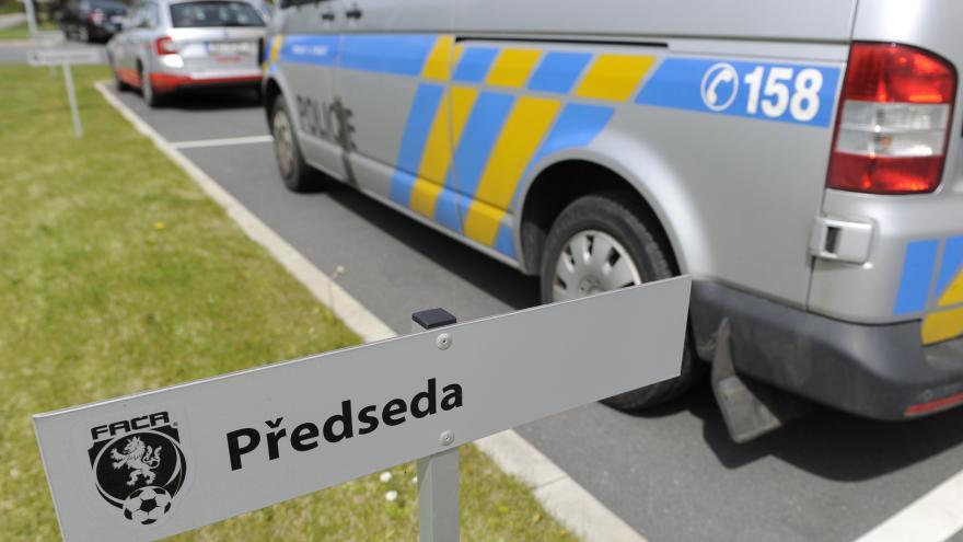 Video Luděk Mádl pro ČT: Obviněni jsou Miroslav Pelta, Simona Kratochvílová a Zdeněk Bříza