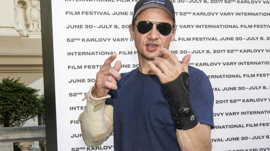 Video No comment: Jeremy Renner přijel na festival ve Varech