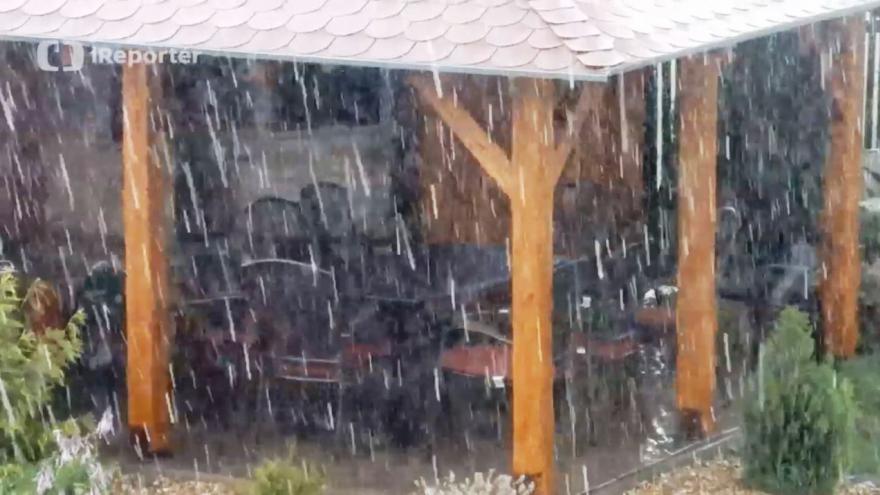 Video iReportér Jakub Dosedla: Silná bouřka s kroupami, silným větrem a prudkým lijákem v Suchém na Blanensku