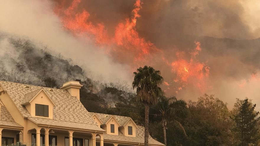 Video Požáry v Kalifornii opět nabývají na síle