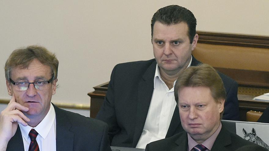 Video Zprávy: Ondráček nepovede sněmovní výbor pro GIBS