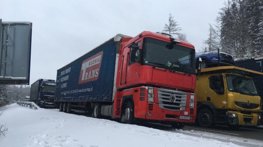Video Kamiony parkují na dálnici D1