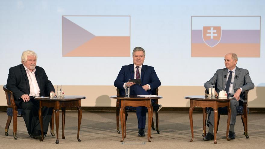 Video Expremiéři Petr Pithart a Ján Čarnogurský debatovali o rozdělení Československa