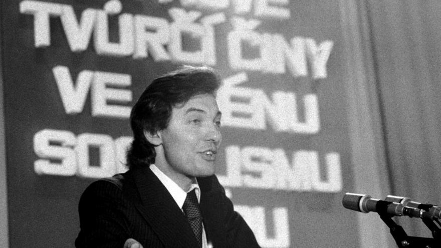 Video Setkání zpěváků v Divadle hudby (únor 1977)