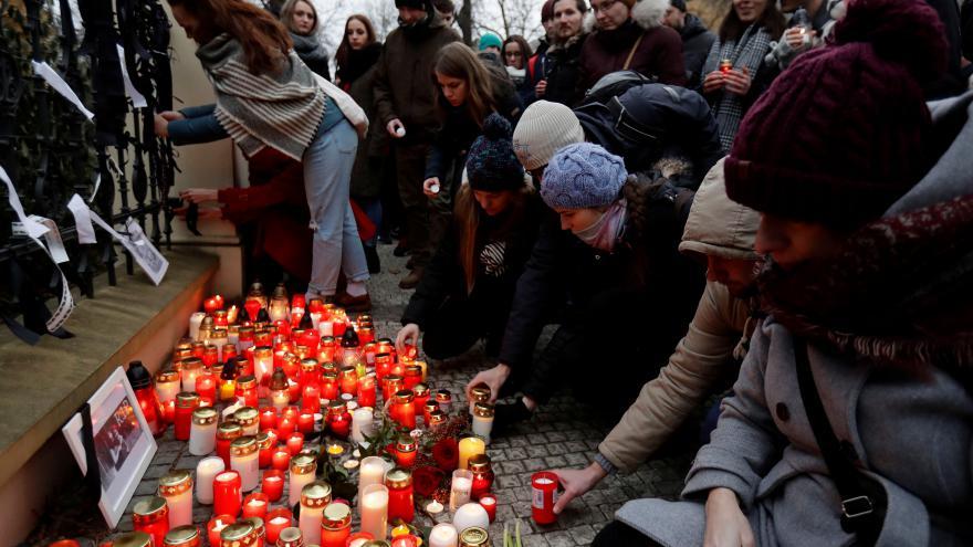 Video Události, komentáře: Slováci vyšli do ulic, aby uctili zavražděného novináře a jeho partnerku