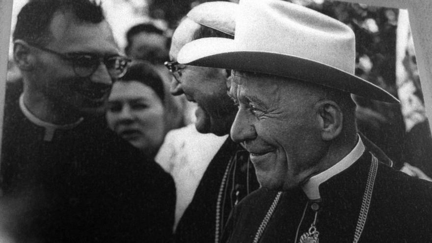 Video Tisková konference kardinála Duky